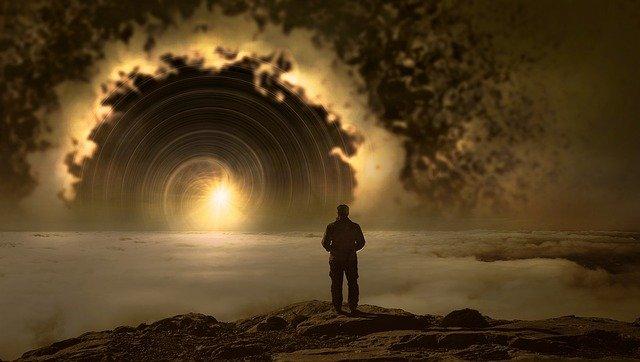 uomo-guarda-infinito-futuro